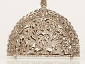 Pest silver napkin holder