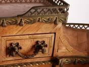 XVI. Louis styl desk