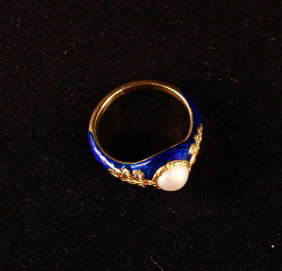 Live Christmas Auction at Pintér Auctionhouse — Jewelry